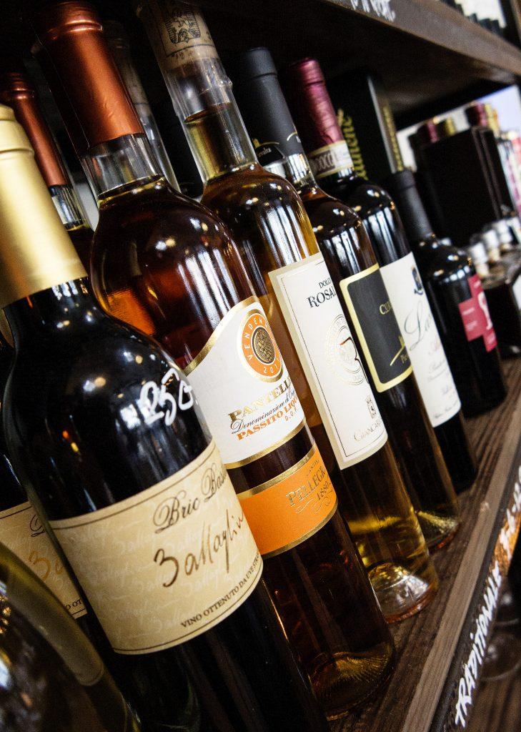 vinreolen bugner af høj kvalitet italienske vine