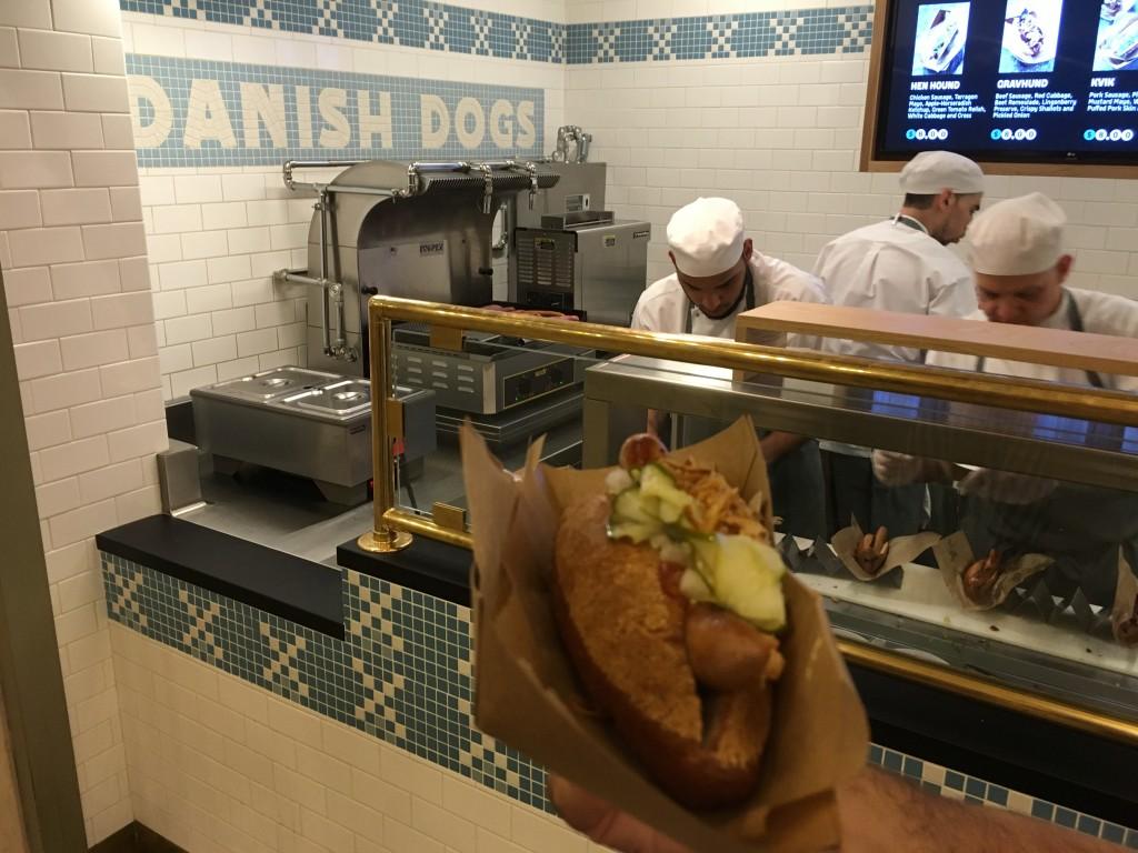 Dansk hotdog i den travle Vanderbildt koridor